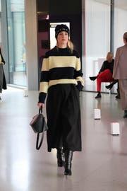 Mütze, Pullover und Handtasche (Bild: Lisa Wickart)