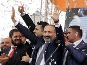 Armenien hat am Samstag ein neues Parlament gewählt. Dies rund ein halbes Jahr nach den friedlichen Protesten, die den damaligen Oppositionspolitiker Nikol Paschinjan an die Regierung brachten. (Bild: KEYSTONE/AP/THANASSIS STAVRAKIS)