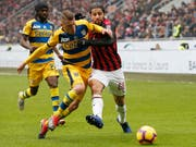 Ricardo Rodriguez (rechts, hier im Match gegen Parma) ist in Milans Verteidigung eine feste Grösse (Bild: KEYSTONE/AP/ANTONIO CALANNI)