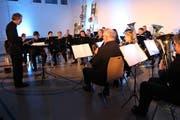Manuel Jörg dirigiert die Music Friends Wigoltingen. (Bild: Manuela Olgiati)