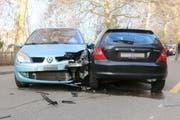 Die beiden Unfallautos am Freitagnachmittag auf der Oberstrasse. (Bilder: Stadtpolizei St.Gallen - 7. Dezember 2018)