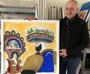 Walter Frick, Museumskurator, mit einem der erhaltenen Bilder.