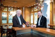 Ein eingespieltes Team: Stefan Meier (links) und Kuno Trevisan haben lange zusammen gearbeitet. (Bild: Maria Schmid (Zug, 7. Dezember 2018))