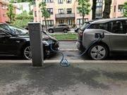 Elektroautos an einer Ladestation in der norwegischen Hauptstadt Oslo. (Bild: Iulia Mazur/Alamy (8. Juni 2017)
