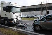Es kam zu einer Frontalkollision zwischen einem Sattelschlepper und einem Autofahrer. (Bild: Luzerner Polizei (Willisau, 28. März 2018))