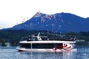 Auf dem See werden Ballone zum Himmel geschickt. (Bild: Steffi Nopper / Luzernerzeitung.ch)