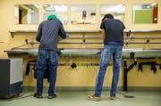 Zwei Asylbewerber im Asylzentrum in Dagmersellen. (Bild: Philipp Schmidli)
