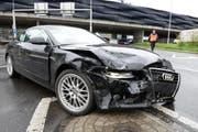 Demolierte Motorhaube: eines der beiden Unfallfahrzeuge. (Bild: Luzerner Polizei)