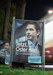 Wahlplakat des ÖVP-Kandidaten Sebastian Kurz. (Bild: Christian Bruna/EPA (Wien, 2. Oktober 2017))
