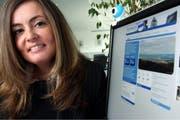 Die Unternehmerin Natalie Albrecht, hier mit ihrer Website www.zug4you.ch. (Archivbild Christof Borner-Keller/Neue ZZ)