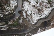 Die beschädigte Bristenstrasse aus der Sicht des Rekognostizierflugs. (Bild: Leserbild)