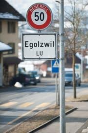 Ortstafel eingangs der Luzerner Gemeinde Egolzwil. (Bild: Boris Bürgisser (14. Februar 2018))