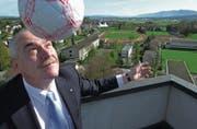 Urs Dickerhof weibelte erfolgreich für die Ansiedlung einer nationalen Fussballschule in Emmen. (Archivbild: Eveline Bachmann (20. April 2004))