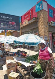 Strassenmarkt im South Western Township in Johannesburg. (Bild: James Strachan/AFP)