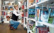 Ein Blick in die Bibliothek der Gemeinde Ebikon – eine von drei Bibliotheken im Rontal. Künftig wäre beispielsweise auch in diesem Bereich eine Kooperation der sechs Gemeinden denkbar. (Bild: Corinne Glanzmann (Ebikon, 11. März 2016))