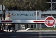 Die Niederlassung von Novartis in Griechenland. (Bild: Petros Giannakouris/AP (Athen, 6. Februar 2018))