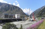 Der Baugrund für das neue Hotel in Andermatt wird gepfählt. (Bild: pd)