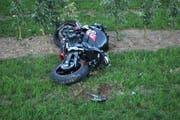 Der Motorradfahrer stürzte nach dem Überholmanöver und verletzte sich dabei schwer. (Bild: Luzerner Polizei)