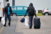Wenn ein Asylbewerber im Kanton Schwyz ein Delikt verübt, muss er mit einem Urteil innerhalb von 24 Stunden rechnen (Symbolbild). (Bild: Keystone)