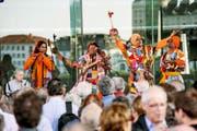 Die indische Gruppe Sahajia Baul gestern bei der Eröffnung des Strassenmusikfestivals vor dem KKL. (Bild: Roger Grütter)