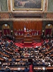 Emmanuel Macron redet dem Parlament ins Gewissen. (Bild: Eric Feferberg/EPA (Paris, 3. Juli 2017))