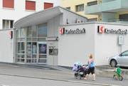 Die Schwyzer Kantonalbank liegt hinter der Graubünder Kantonalbank auf Platz 2 des Rankings. (Archivbild: Luzerner Zeitung)