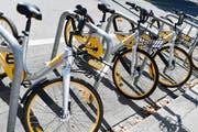 In Zürich stehen die Velos von O-Bike aufgereiht bereit. Auch in Luzern wäre alles für den Start vorbereitet gewesen. (Bild: Walter Bieri / Keystone (Zürich, 14. August 2017))