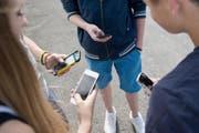 Der Gebrauch von Mobiltelefonen - wann und wo - ist an Schulen meist klar geregelt. (Bild: Archiv / Neue LZ)