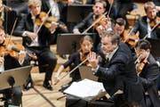 Sorgte am Lucerne Festival zuletzt für Furore mit Wagners «Ring» und Verdis «Falstaff»: Jonathan Nott dirigiert die Bamberger Symphoniker im KKL-Konzertsaal. (Bild Stefan Deuber/Lucerne Festival)