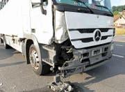 Der Autofahrer hat diesen Lastwagen auf der Strasse übersehen. (Bild: Luzerner Polizei)