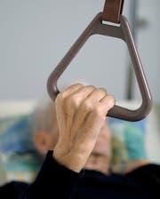 Die nicht gedeckten Pflegekosten müssen weiterhin von den Gemeinden gedeckt werden. (Bild: Themenbild Pius Amrein/Neue LZ)