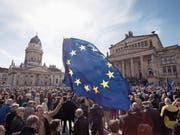In Berlin nahmen Tausende an der Pro-EU-Demonstration teil. (Bild: Jörg Carstensen/Keystone (26. März 2017))