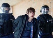 Verhaftung: Aaron Hitz als Handwerker Andy Denzler (Bild SRF / Daniel Winkler)