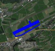 Flugplatz Buochs: blau markiert ist diejenige Fläche, die rückgebaut wird. (Bild: Google Maps / Bearbeitung: rem)