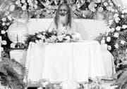 Maharishi Mahesh Yogi anlässlich einer Pressekonferenz in Seelisberg im Jahr 1978. (Bild Keystone)