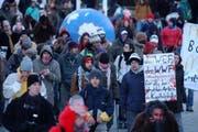 Szene einer vergangenen Wef-Demonstration durch Davos. (Bild Alexandra Wey/Neue LZ)