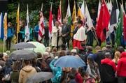 Der Weg der Schweiz wird 25 Jahre alt. Auf dem Bild ist der Festakt auf dem Rütli zu sehen mit dem Urner Ständerat Josef Dittli im Fokus (zweiter von links) sowie rechts daneben Bundesrat Alain Berset. (Bild: Keystone / Urs Flüeler)