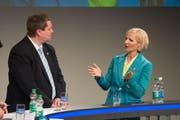 Manuela Jost (GLP) im Gespräch mit Peter With. (Bild Dominik Wunderli)