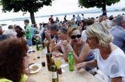 Ausgelassene Stimmung am Zuger Seefest. (Bild: Archiv / Werner Schelbert)