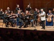 Die Festival Strings Lucerne und Sir James Galway an der Flöte harmonierten im KKL prächtig. (Bild: Peter Fischli/Lucerne Festival (14. August 2017))