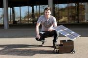Maturand Michael Steffen aus Willisau mit seinem Modell eines Wasserstoffautos. (Bild: pd)