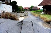Der Götzentalbach hinterliess in Dierikon eine Spur der Verwüstung. (Bild: Keystone/Urs Flüeler (Dierikon, 10.06.15))