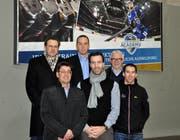 Im Bild, obere Reihe, von links nach rechts: Peter Urs Näf, Verwaltungsratspräsident SSE; Patrick Lengwiler, CEO EVZ; Hans-Peter Strebel, Verwaltungsratspräsident EVZ; untere Reihe, von links nach rechts: Erich Muff, Vizepräsident SSE; Lars Weibel, Leiter The Hockey Academy; Eskil Läubli, Geschäftsführer SSE. (Bild: pd)