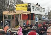 Die Hülsnerbuben Dietschwil zogen mit Wagen «Asylparadies Schweiz» durch Aadorf. (Bild: Andri Rostetter (Aadorf, 28. Januar 2018))