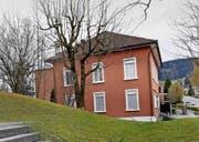Das Gebäude, in dem heute die Ludothek untergebracht ist, muss einem Neubau weichen. (Bild: Werner Schelbert (Rotkreuz, 1. April 2016))