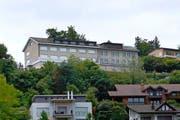 Die alten Gebäude des Instituts Pfister sind bald Geschichte. An ihrer Stelle entsteht eine Überbauung mit 18 Wohnungen. (Bild: Stefan Kaiser / Neue ZZ)