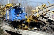 Der zerstörte Bauzug nach dem Unfall bei Arth-Goldau. (Bild: Keystone)