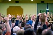 Auch künftig wird in Sursee per Handzeichen abgestimmt. (Bild Pius Amrein)