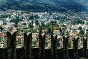 Blick vom Wachturm des Castello di Montebello in Bellinzona. (Bild: KEYSTONE/Ti-Press/Carlo Reguzzi)