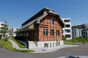 Das Gebäude der International School in Rotkreuz. (Bild: Stefan Kaiser / Neue ZZ)